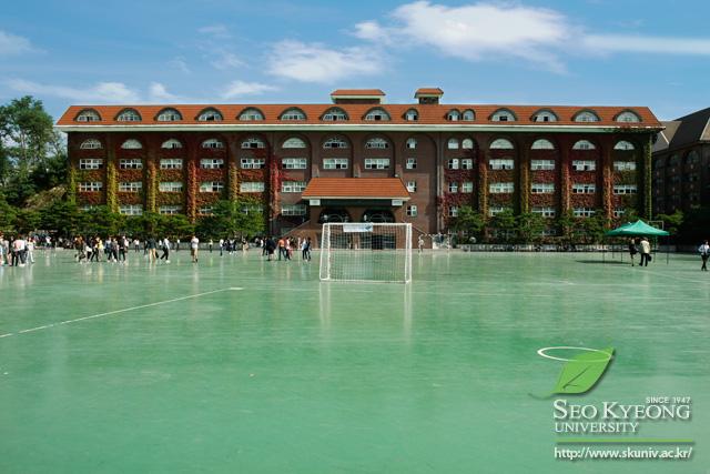 sân bóng trường đại học seo kyeong