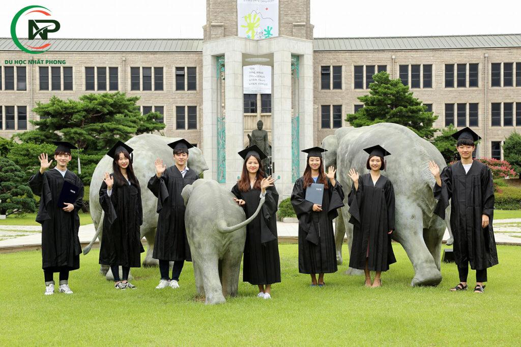 Sinh viên tốt nghiệp trường đại học Dongguk