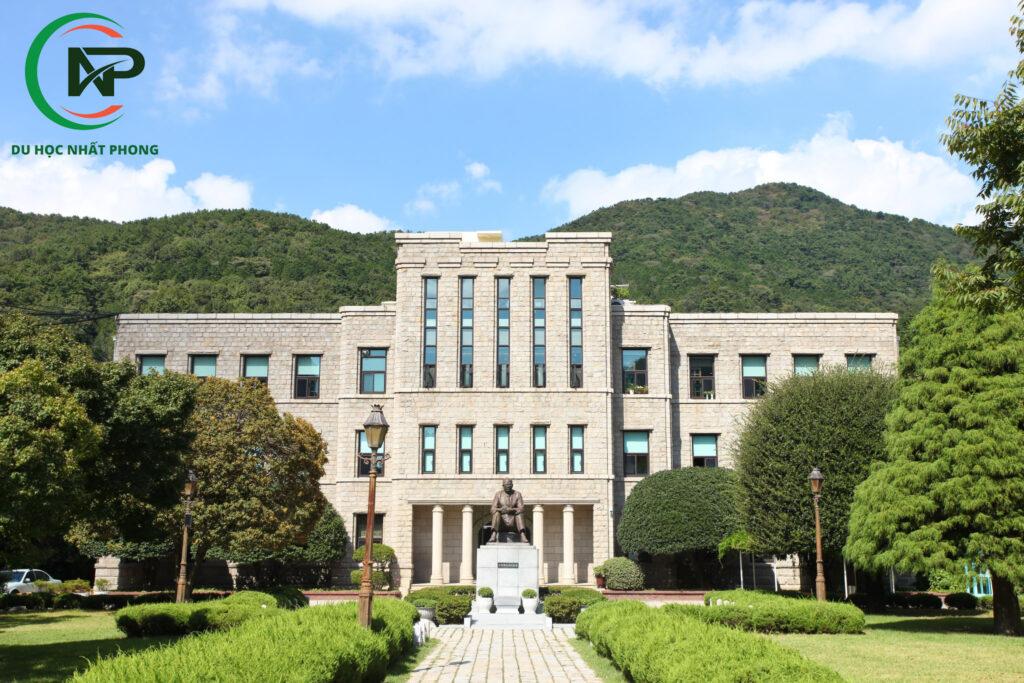 Khuôn viên trường đại học Dong A