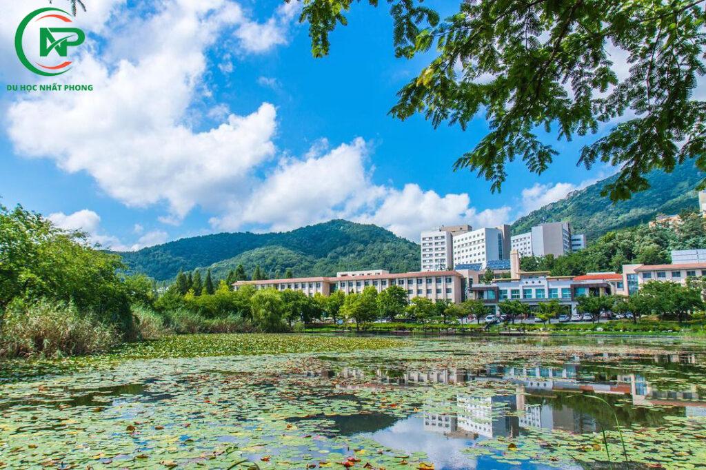 Khuôn viên trường đại học quốc gia Changwon