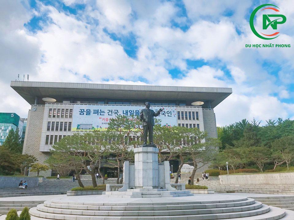 Khuôn viên sân trường đại học konkuk