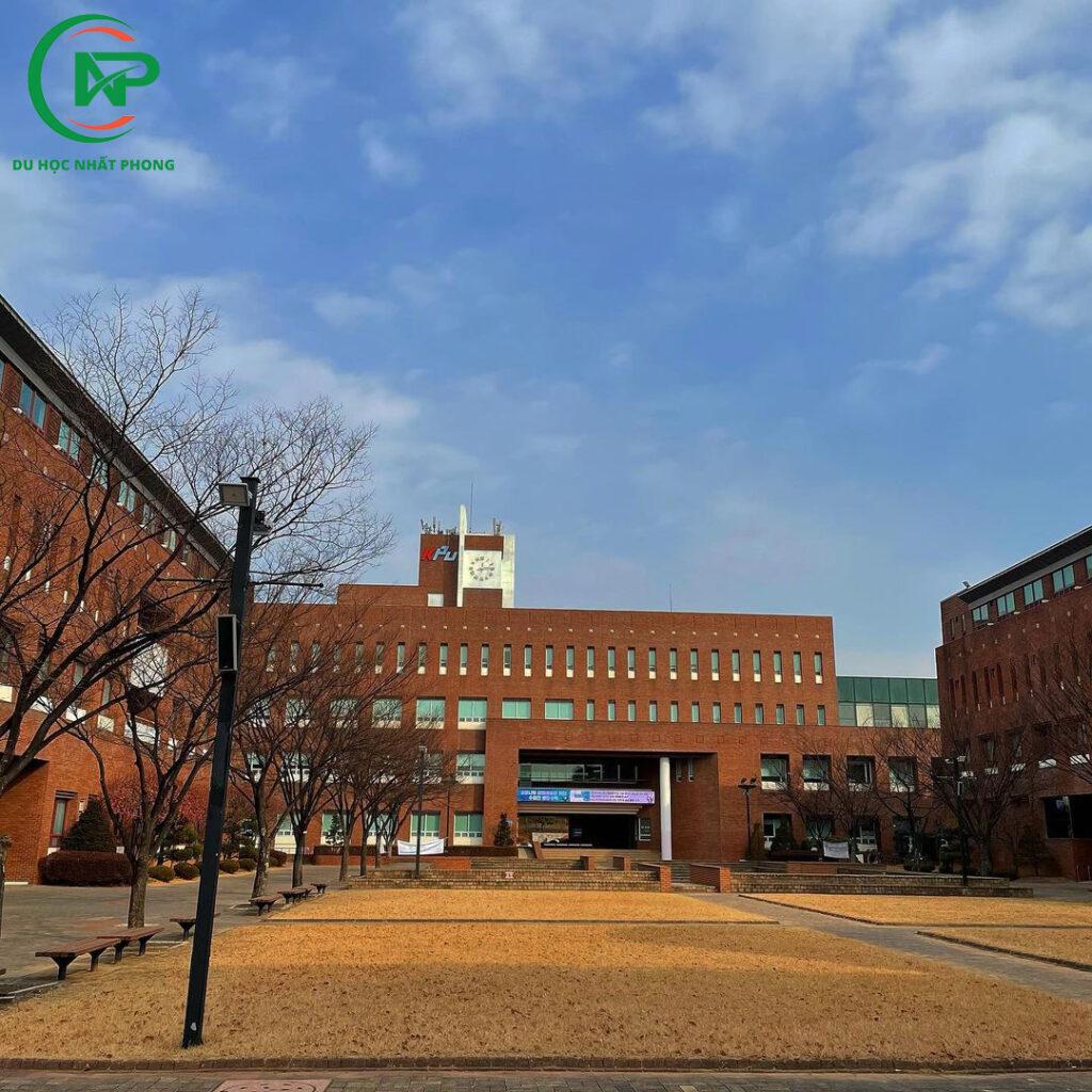 Sân trường đại học bách khoa Hàn Quốc