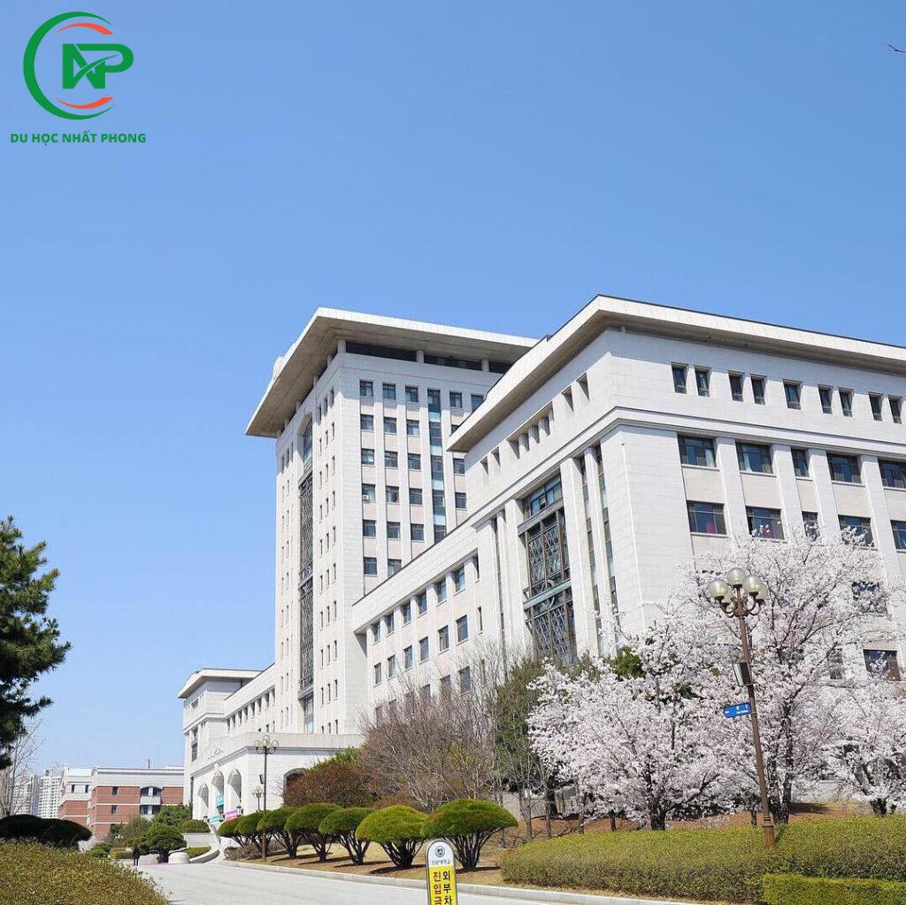 Sân trường đại học Sunmoon