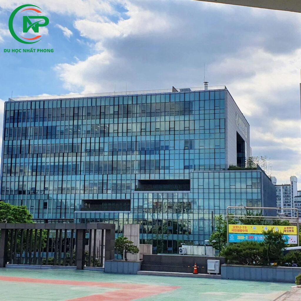 Sân trường đại học nữ Dongduk