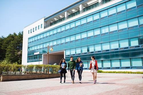 khung cảnh đại học quốc gia gangneung wonju