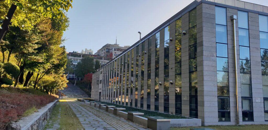 khuôn viên trường cao đẳng shingu